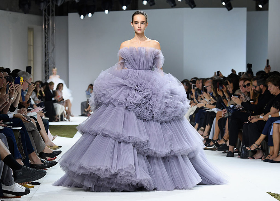 Giambattista Valli : Runway - Paris Fashion Week - Haute Couture Fall/Winter 2016-2017